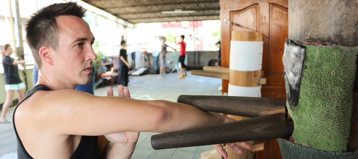 Wing Chun Wooden Dummy Holzpuppe training Dr. Robin Tutzschke